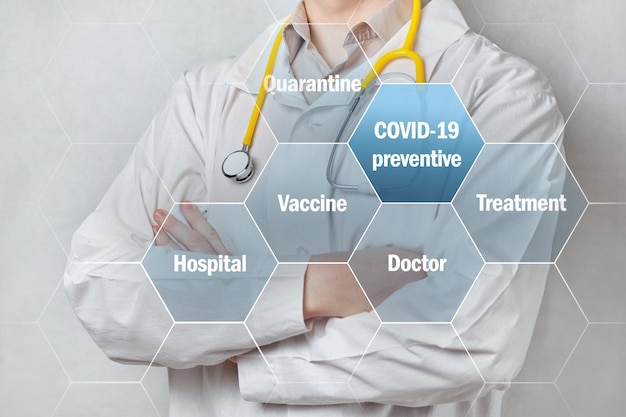 의사 배경으로 covid-19 예방 및 치료 개념.