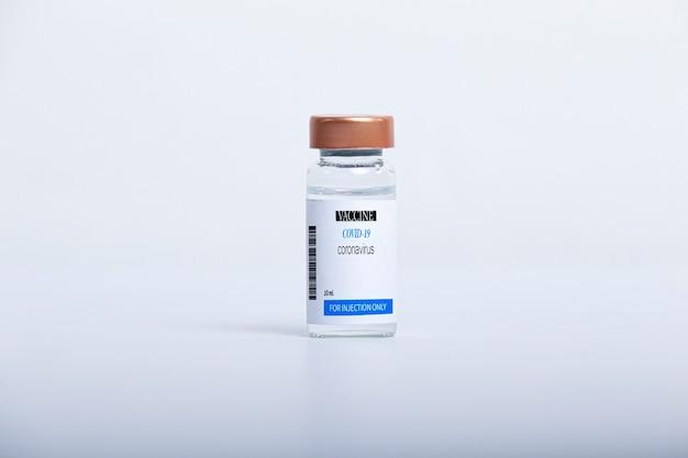 Covid-19 вакцина изолированная ампула