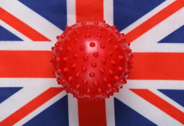 영국 국기 배경에 covid-19 바이러스 균주 모형