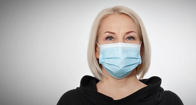コンセプトコロナウイルス、covid-19呼吸器ウイルス。フェイスマスクを着ている女性。
