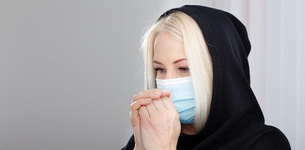 Понятие коронавирус, респираторный вирус covid-19. женщина в маске.
