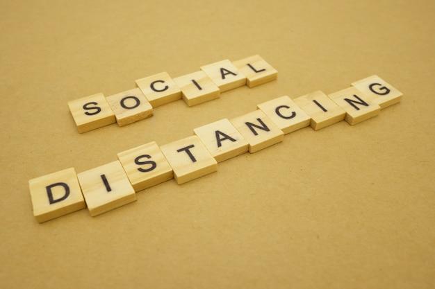 ウッドワードの社会的距離は、covid 19ウイルス感染を減らすために離れています。社会的距離を維持する