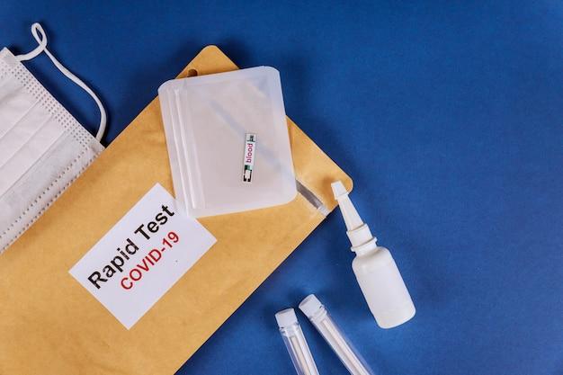 Covid-19テストの進行中のコロナウイルス流行のさまざまなテストは、血の滴で表現します