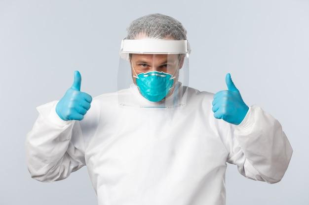 코비드 예방 바이러스 의료 종사자 및 예방 접종 개념 자신감 있는 의사가 코로...