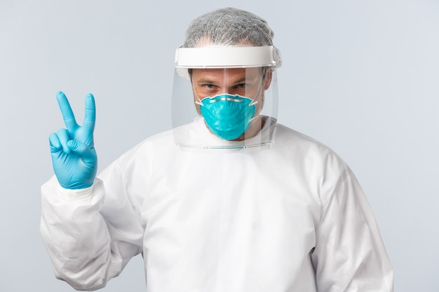 Медицинские работники по профилактике коронавируса и концепция вакцинации определили врача в личной защите ...