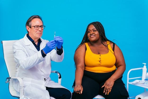 クリニックでのcovid19コロナウイルスワクチン接種キャンペーン