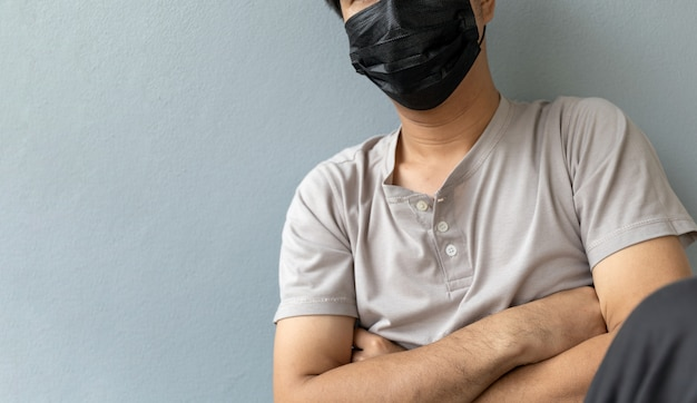 コロナウイルスを保護するためにマスクを着用している男性のクローズアップ(covit-19)