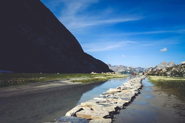 Коровье озеро, лак-де-ваш, в национальном парке вануаз, савойя, франция