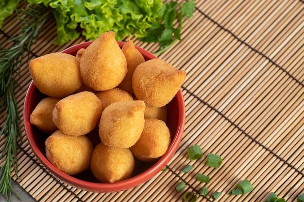 鶏肉のコシーニャ、ブラジルのおやつ。上面図