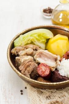 典型的なポルトガル料理cozido a portuguesa