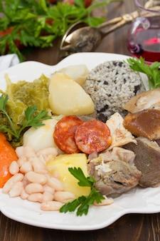 伝統的なポルトガル料理cozido a portuguesa