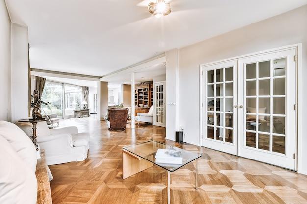 Уютная гостиная в современном элитном доме