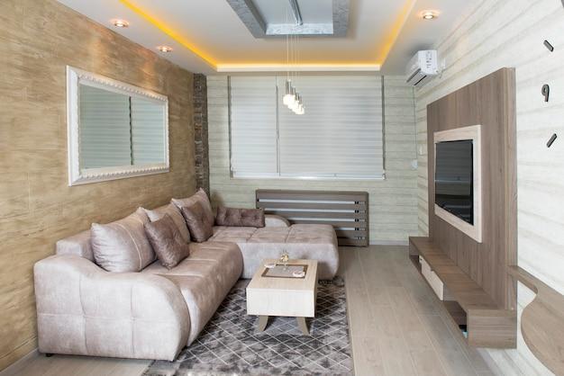 スマート家電を備えた居心地の良いモダンなリビングルーム
