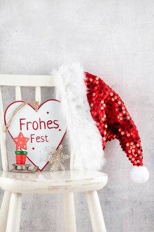Уютный скандинавский семейный дом в канун рождества. xmas концепция, украшения над гранж-фон.