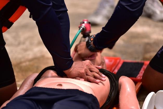ヘルプケアプロバイダーのためのcprインストラクタートレーニングコース