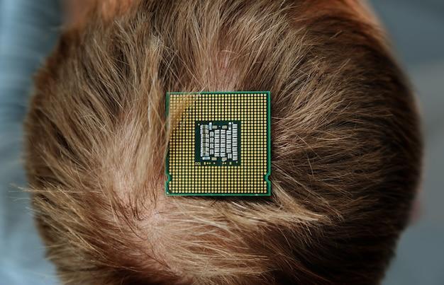 Cpuは人間の頭の上にあります。上面図。