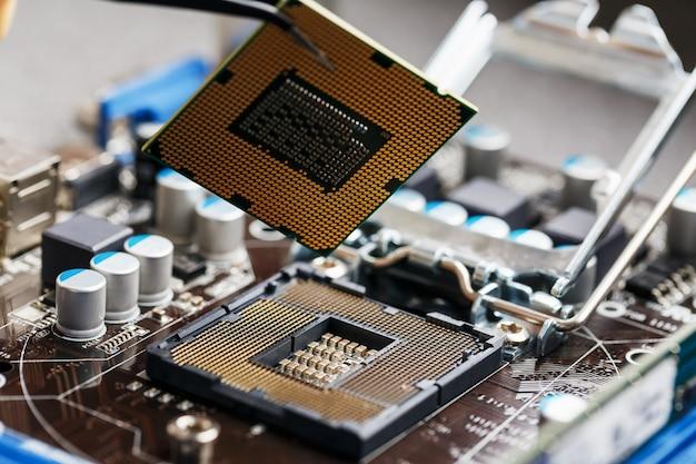 マザーボードコンポーネントのメンテナンスコンピューターcpuハードウェアアップグレード