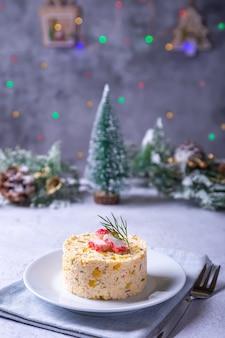 Крабовый салат с кукурузой и яйцом