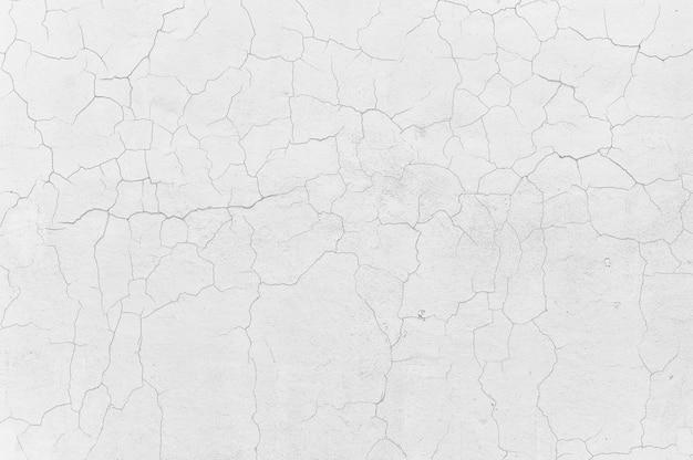 白いコンクリートセメント壁テクスチャ背景をクラックします。