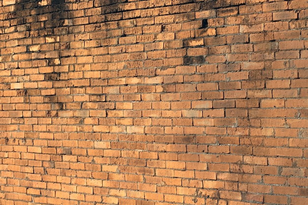 ひびの入ったレンガの壁
