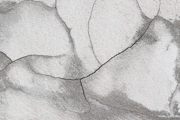 Трещины цементной стены