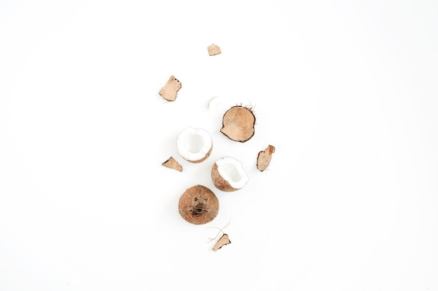 白にひびの入ったココナッツ