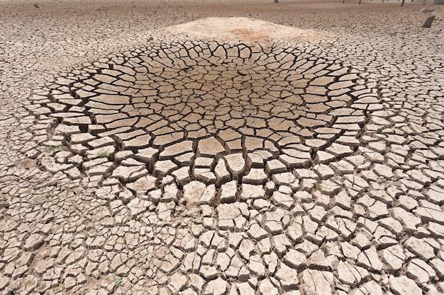 물이없는 마른 땅