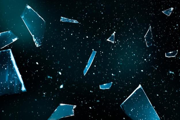 Vetro rotto sullo sfondo dello spazio con spazio di design
