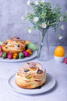 건포도, 견과류 및 설탕에 절인 과일로 만든 크 래핀