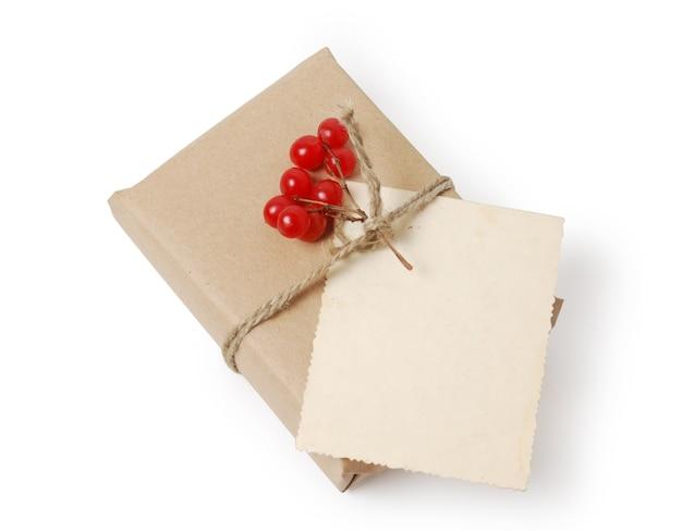 Ремесло подарочные коробки с поздравительной открыткой для текста. рождество, новогодний праздник фон