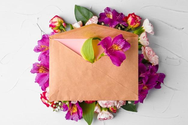 花束のクラフト紙封筒