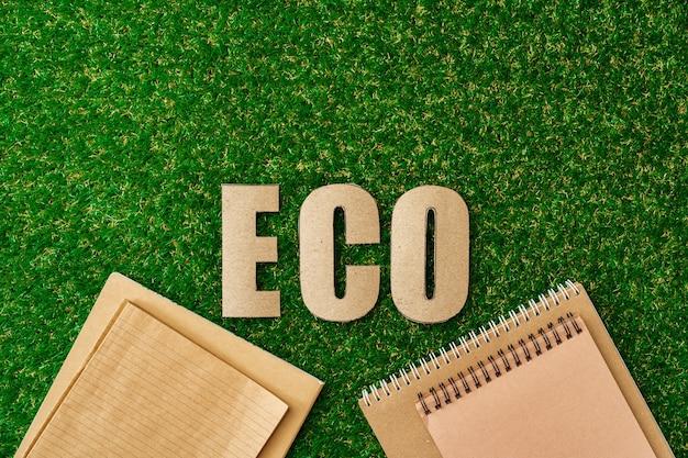 잔디 재활용 개념 평면도에 공예 종이