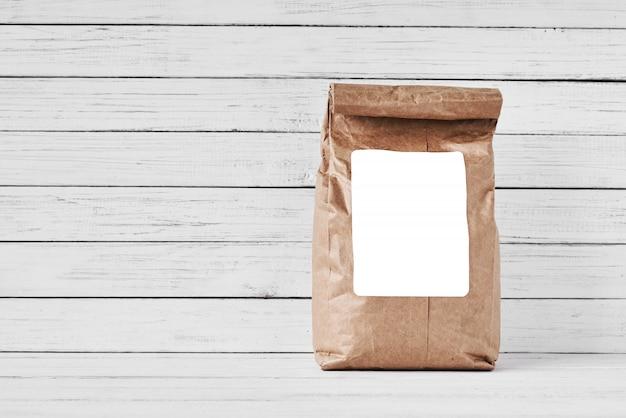 Craft бумажный мешок на белом фоне, копией пространства