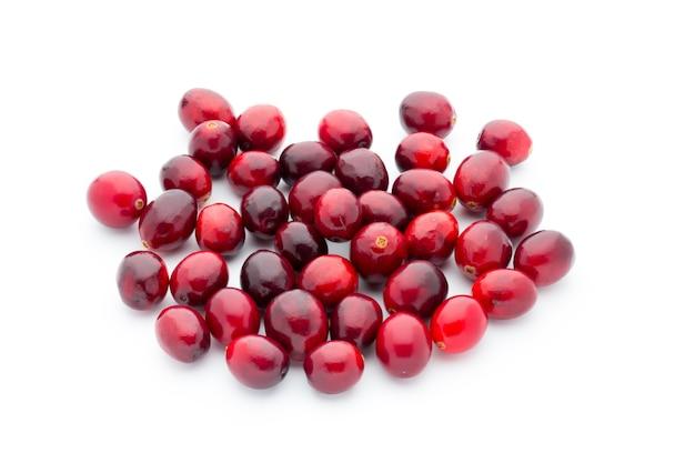 クランベリーズの上面図。赤く熟したクランベリーのマクロビュー。