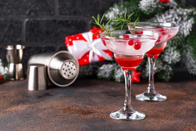 Коктейль из клюквы и маргариты. рождественский напиток