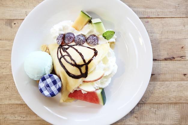 Креповый торт с фруктами