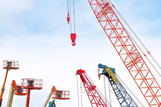 크롤러 크레인 및 굴절식 붐 리프트 임대 및 판매용 모바일 건설 크레인 유지 보수