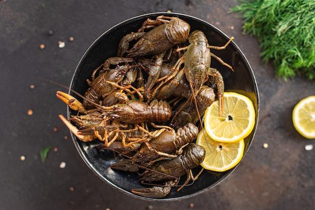 테이블 복사 공간 음식 배경에서 생 제품 식사 간식을 요리할 준비가 된 가재 신선한 해산물