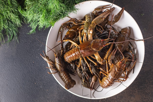 テーブルの上のザリガニ生の新鮮なシーフードミールスナックコピースペース食品背景素朴な