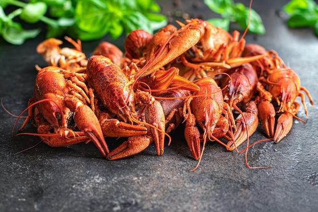 ザリガニ赤新鮮なゆでシーフード甲殻類食事スナックテーブルコピースペース食品背景