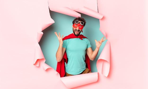 クレイジーなスーパーヒーローの男。