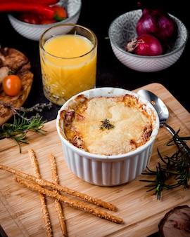 Julienne di crema di formaggio con crema di formaggio condita