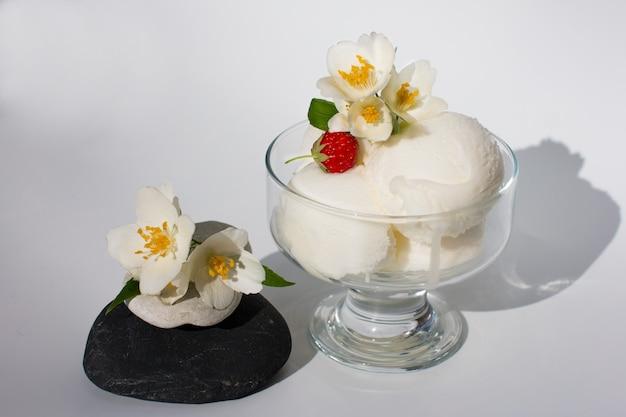 컵에 담긴 크림 아이스크림 여름 냉각 디저트