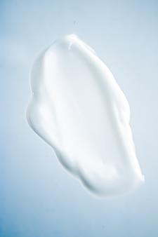 Крем-мыло, дезинфицирующее средство для мытья рук или косметический мазок в качестве антибактериального очищения и гигиенической текстуры для бритья ...