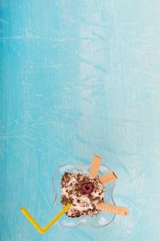 Крем-суфле с какао и вафельными палочками