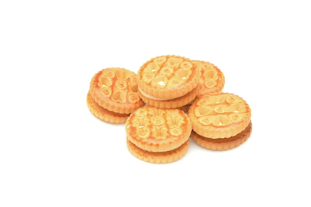 白い背景の上のクリーミーなクッキー