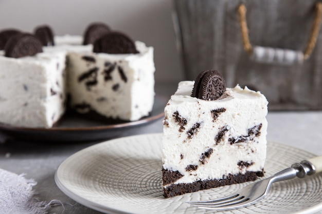 Creamy no bake cheesecake with chocolate cookies. oreo biscuit cake/
