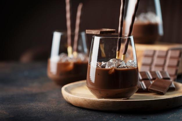 Сливочно-сладкий ликер с шоколадом