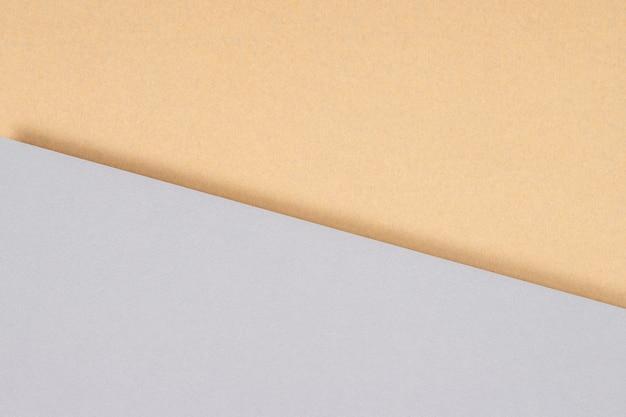 Творческий абстрактный геометрический светло-серый цвет и фон крафт-бумаги.