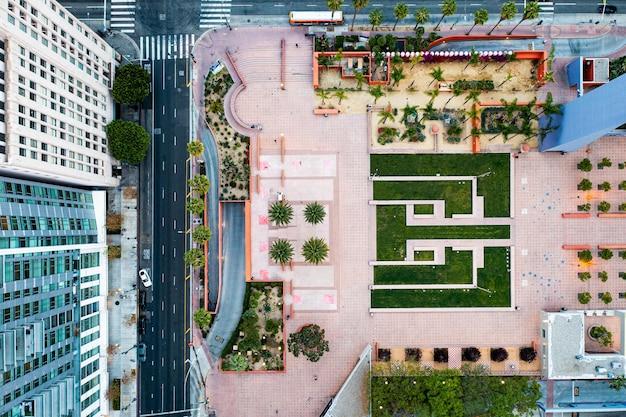 Творческий вид с воздуха на городской пейзаж